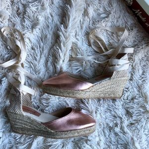 NIB Jeffeey Campbell Rose Gold Lace Up espadrille
